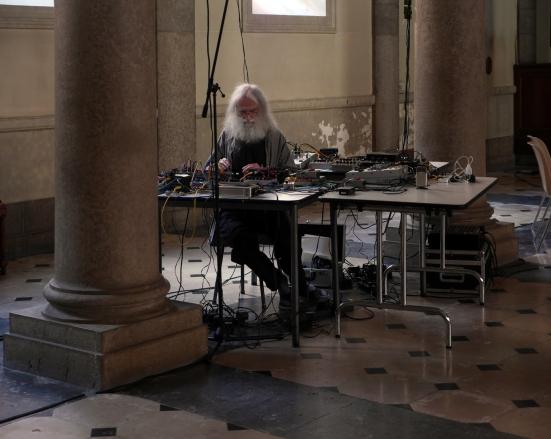 """Seuils/performances dans la chapelle de l'hôpital St Jean de Dieu à Lyon pendant """"Passage de la lumière"""" en mai 2015"""